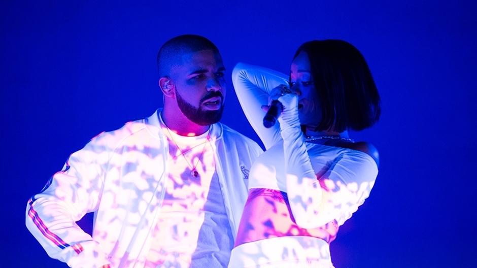 Rihanna and Drake perform 'Work'
