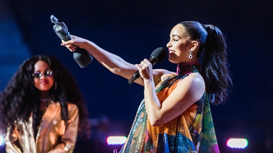 Jorja Smith accepting her BRIT Award