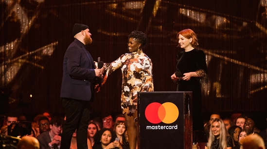 Tom Walker accepting his BRIT Award