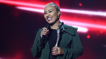 Emeli Sandé introduces Rag'n'Bone Man at the BRITs 2017 Nominations Show
