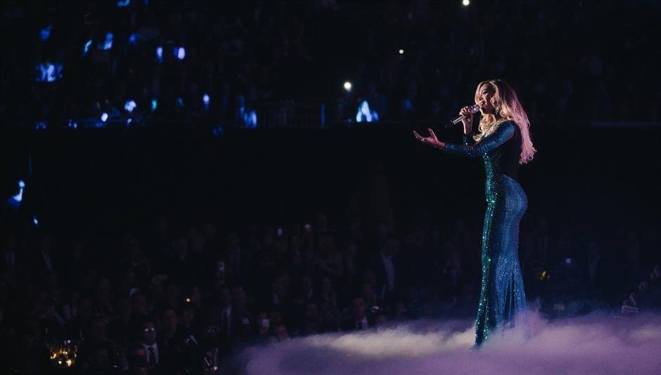 Beyoncé performs 'XO'