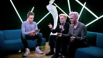 Caspar Lee and Niki 'n' Sammy - 'Answer Previous Question' | BRIT<span class='lowercase'>s</span> 2017