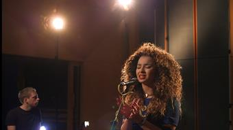 Ella Eyre 'Love Me Like You'