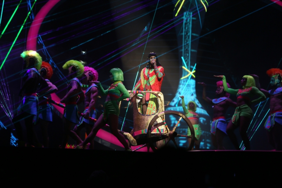 Katy Perry Performs Dark Horse | BRITs 2014