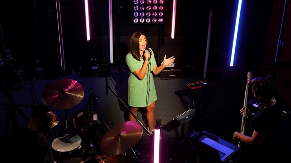 Mahalia performing 'I Wish I Missed my Ex'