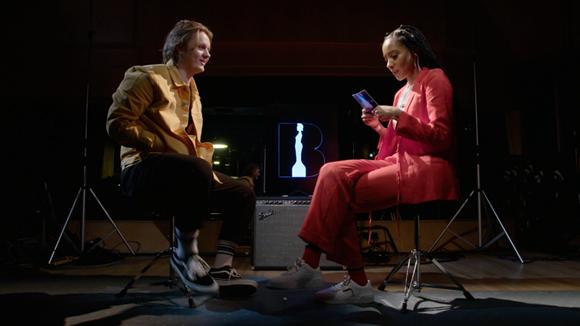 Lewis Capaldi chats to Yasmin Evans