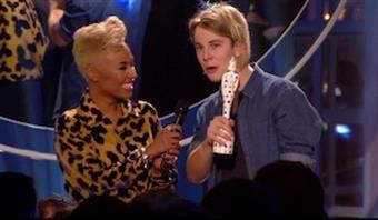 Emeli Sande Passes the Critics' Choice Torch to 2013 Winner Tom Odell