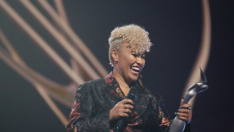 Emeli Sandé wins British Female Solo Artist