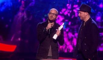 Coldplay accepts award for British Live Act