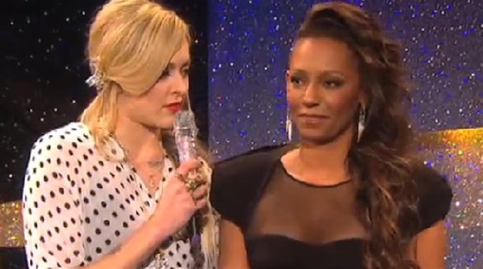 2010 - Backstage - Fearne Cotton - Mel B