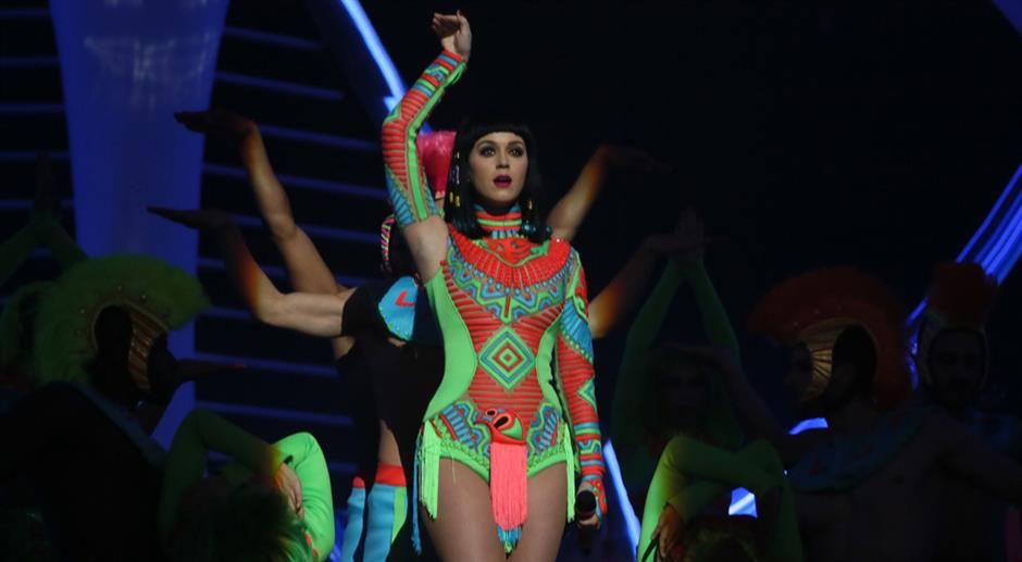 Katy Perry performs 'Dark Horse'