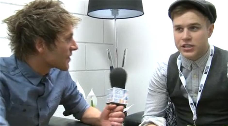 2012 - Olly Murs backstage interview