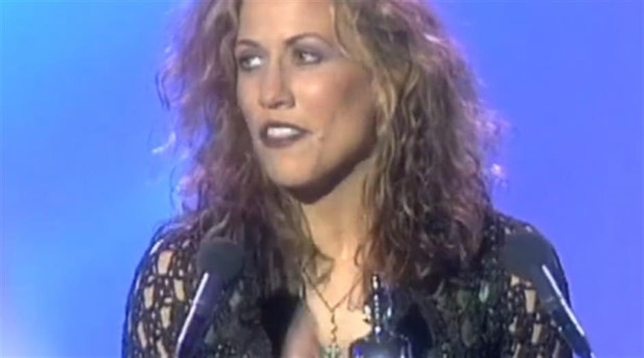 1997 - International Female - Sheryl Crow