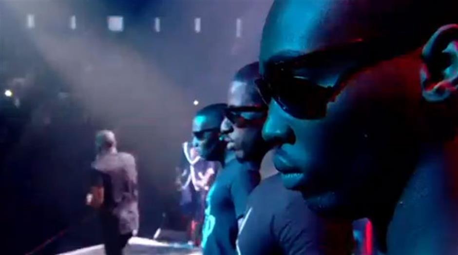 2011 - Tinie Tempah 'Written In The Stars / Miami 2 Ibiza / Pass Out' (live)